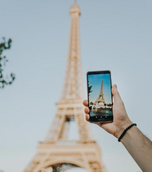 Maison Mère - Tips to stay connected while travelling